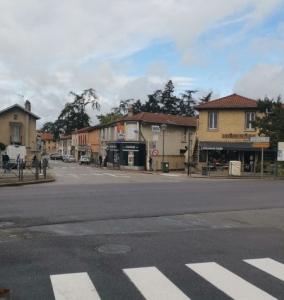 Rue commerçante Bourg